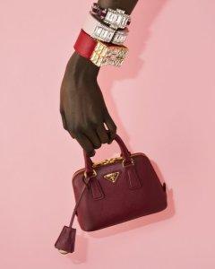 holding-mini-bag