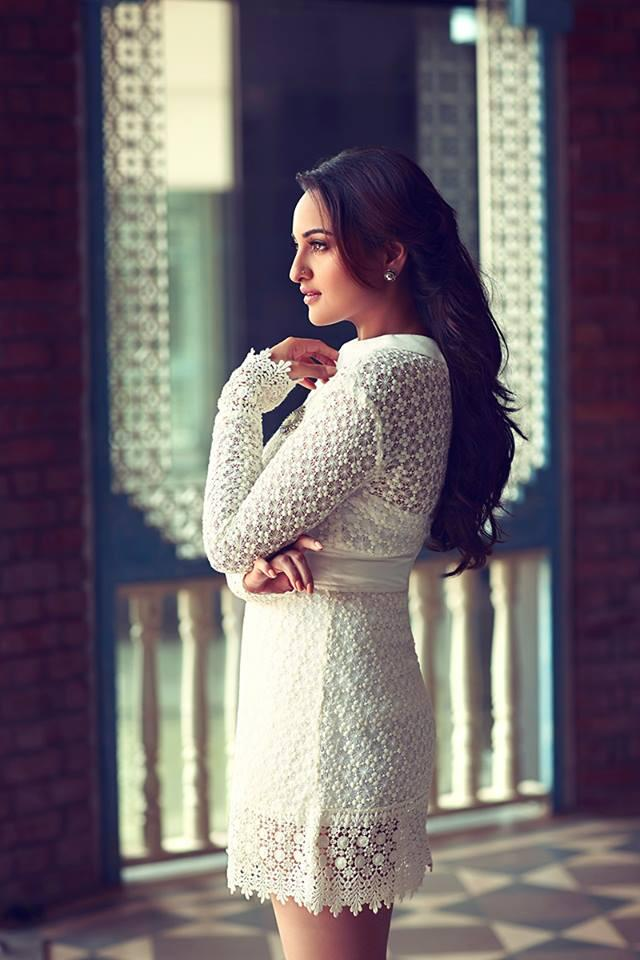 Sonakshi-Sinha-sexy-hot-filmfare-photoshoot-june-2014-1